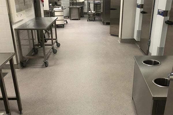 M1 hyväksytty lattiapinnoitusjärjestelmä elintarviketeollisuuteen